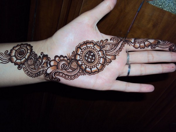 Top Easy & Beautiful Pakistani Mehndi Designs Photo Gallery for free download