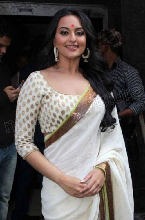 Bollywood Actresses Wearing Saree Dress 5 Fashionspk