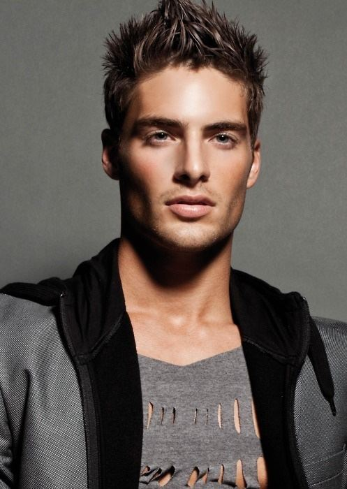 Men trendy and stylish hairstyle (3)