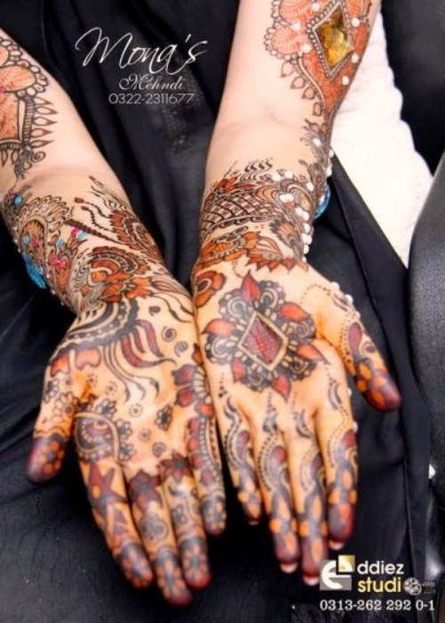Mona's Stylish Menhdi designs for girls 2013 (6)
