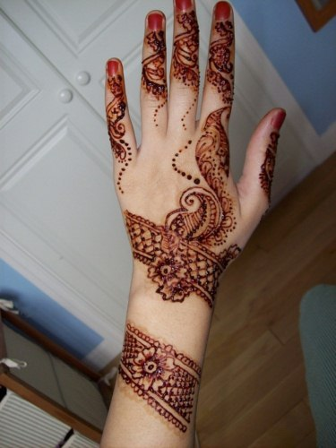 Eid ul fitr festival hand mehndi design for girls 2013 (8)