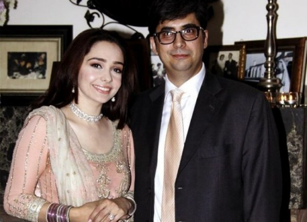 Tv Host and Actress Juggan Kazim mehndi wedding barat nikkah walima pictures with faisal naqvi(3)