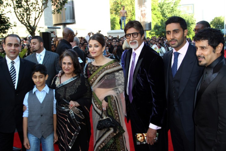 Aishwarya Rai Bachan & Abhishek moving out of the Bachchan home
