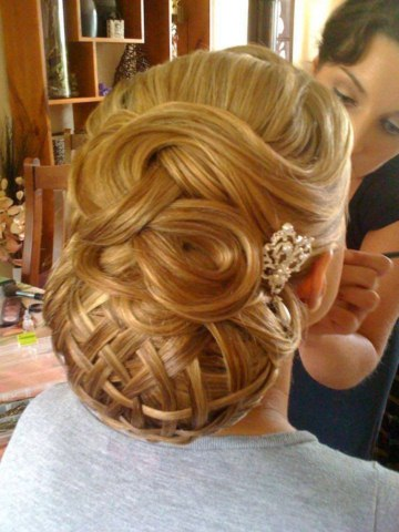 Girls Christmas Party With New Year 2014 hairstyles (5)