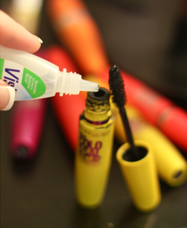 Procedure of make mascara last 3x longer for girls