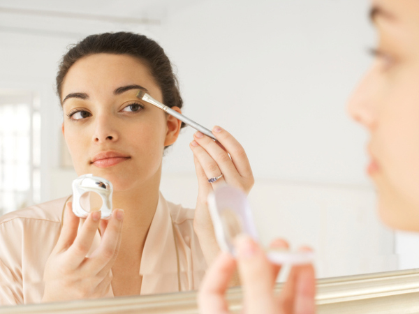 Tips to handle makeup in summer season