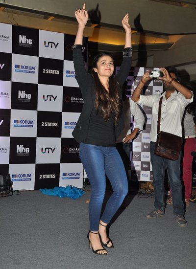 Alia bhat looking hot in jeans