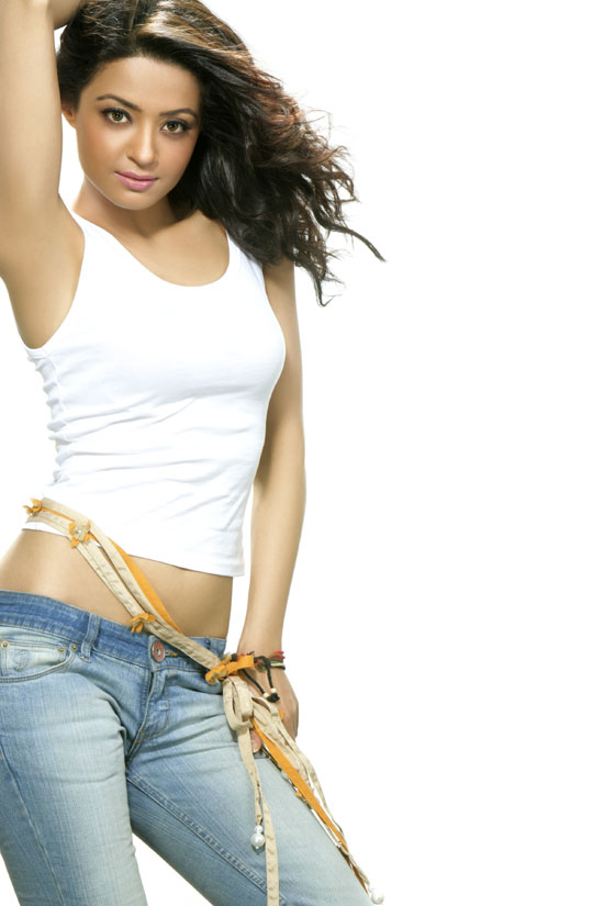 Surveen Chawla tight jeans