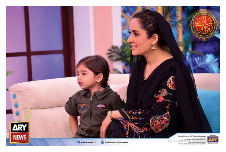 Sanam Baloch with her Sister Sabreen in Shaan-e-Ramza (5)