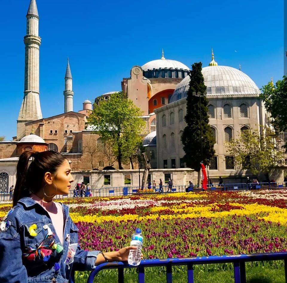 Ayeza Khan Enjoying Vacation In Istanbul Turkey